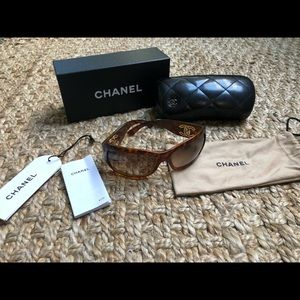 Chanel CC Brown Tortoise Shell Sunglasses
